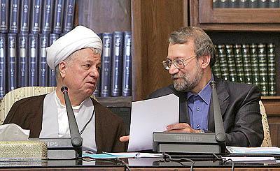 مجمع تشخیص داوری میکند