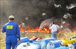 عملیات پاکسازی نفت در شاوور ادامه دارد/ آتشی که نفت به پا می کند