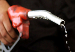 واردات بنزین از چین صحت ندارد / مبادله نفت خام با بنزین متوقف است