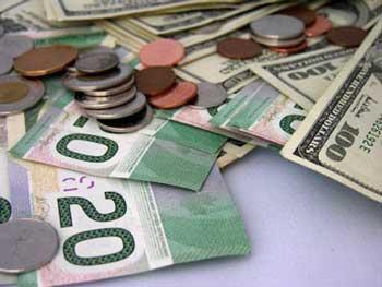 3 منشاء گرانی ارز/ یارانه نقدی تورمزا و صرف یارانه در تولید موجب رضایت مردم است