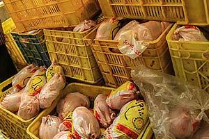 توزیع سبد کالای کارمندان با جایگزینی ماکارونی به جای مرغ آغاز شد