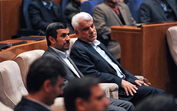 از تکذیب بهمنی و احمدی نژاد در برنامه زنده تلویزیونی تا رکورد جدید دلار!