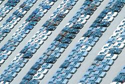 پژویان اعلام کرد: کاهش 40 درصدی قیمت خودرو قطعی نیست