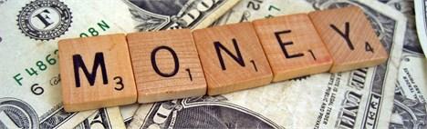 کاتب: قیمت دلار تابع دستور بانک مرکزی نیست