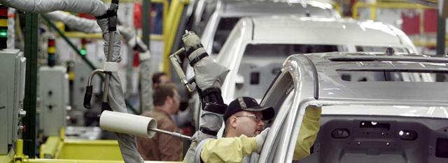 ارز آزاد یا مبادلهای؟ اختلاف شورای رقابت و وزارت صنعت در قیمتگذاری خودرو
