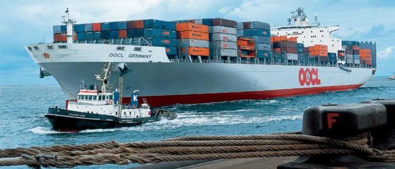 نخستین کشتی خط مستقیم خارجی در بندر شهیدرجایی پهلو گرفت