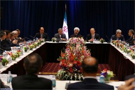 مشکلات ایران و آمریکا صرفا با دست دادن روسای جمهور حل نمیشود