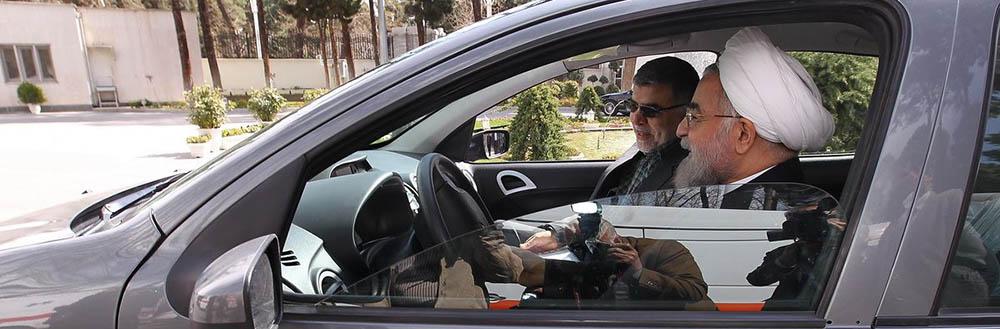 خودروی برقی ـ بنزینی در پایان جلسه هیات وزیران رونمایی شد