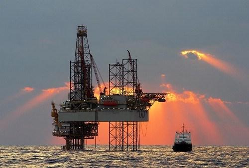کاهش بهای نفت خام در بازارهای جهانی در روز دوشنبه