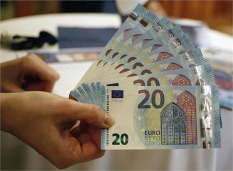 یورو به کمتر از 1.08 دلار تنزل یافت