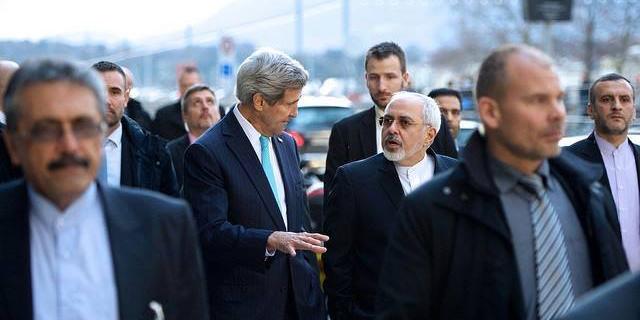 مقامات آمریکایی: کری به توافق هستهای در مهلت تعیین شده متعهد است