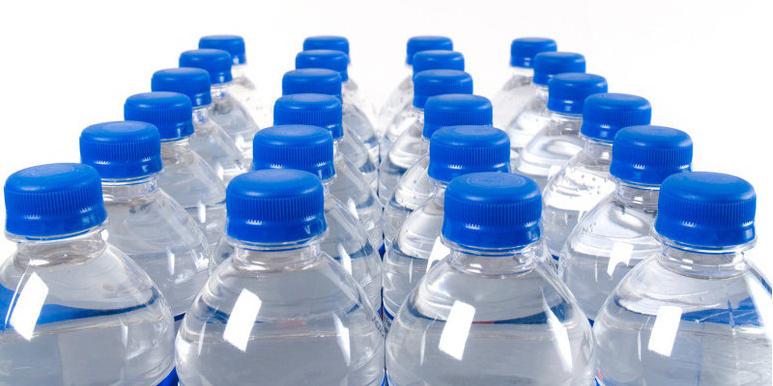 مانور آب معدنیهای آلوده در سوپر مارکتها