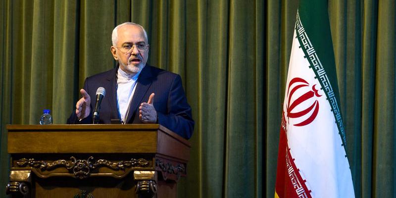 ظریف قانون محدودیت صدور ویزا در سفر به ایران را «پوچ» خواند