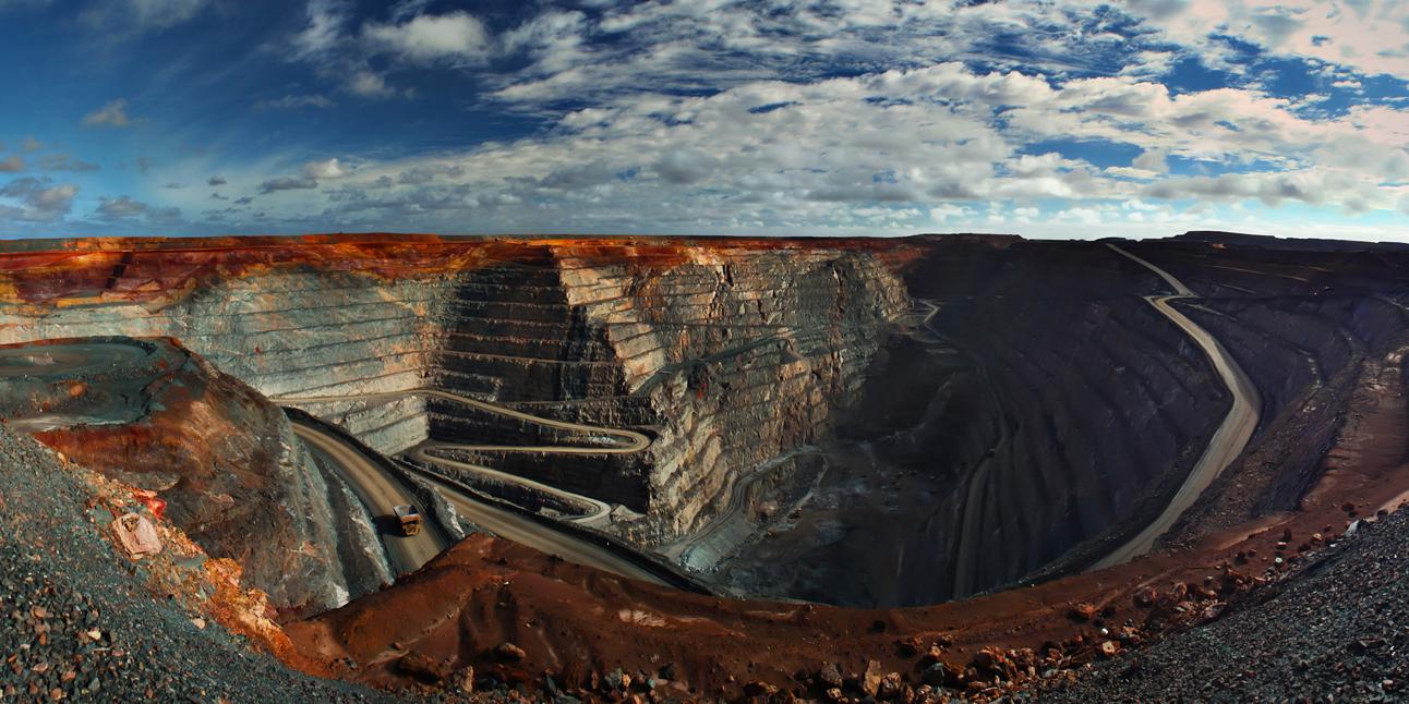 ایران به سمت اقتصاد معدنی حرکت میکند