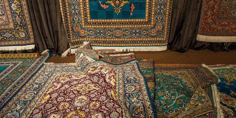 رقبا بازار فرش ایران را تصاحب کردهاند/ فرش هندی نصف قیمت ایرانی