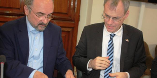 ایران و هلند یادداشت تفاهم همکاری اقتصادی در بیش از 10 زمینه امضا کردند