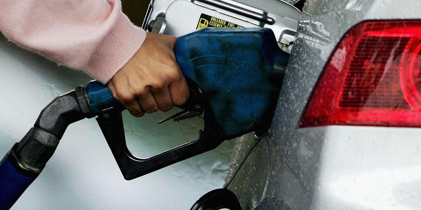 احتمال عرضه بنزین دونرخی تا مهر