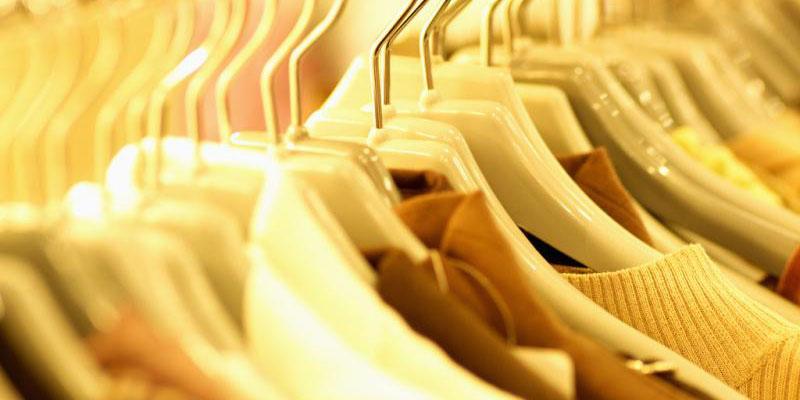 برخورد با عرضه برندهای خارجی پوشاک باید از فروشگاههای بزرگ آغاز شود