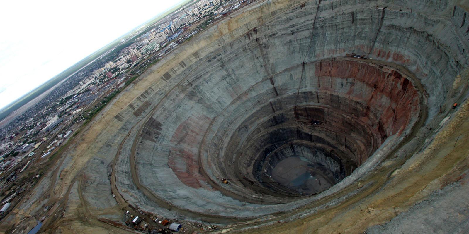 رشد اقتصادی پایدار از بزرگراه معدن میگذرد