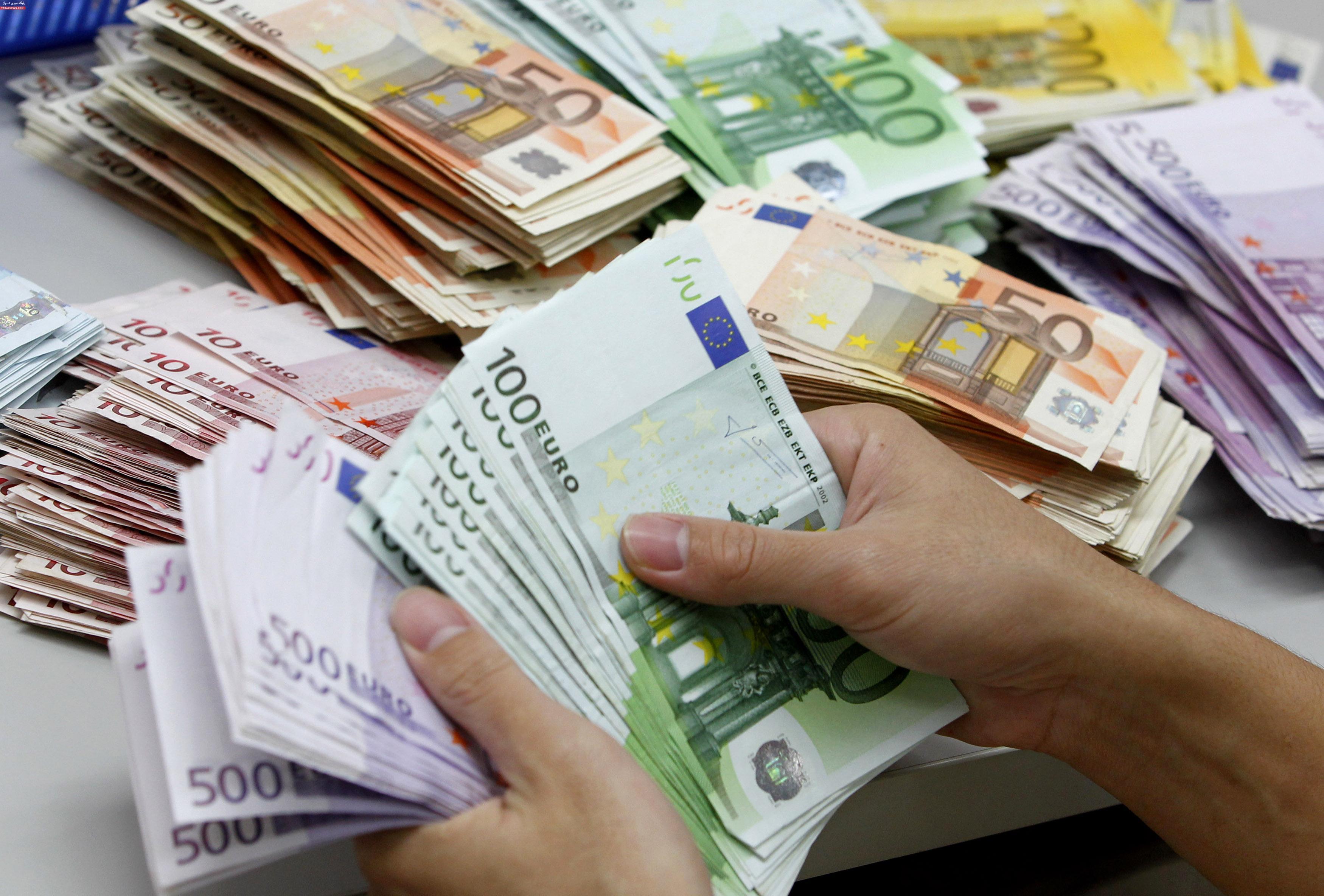 تسعیر نرخ ارز همراه با یکسان سازی اقتصاد را شکوفا میکند/ چه کسانی از تسعیر ارز زیان میبینند؟