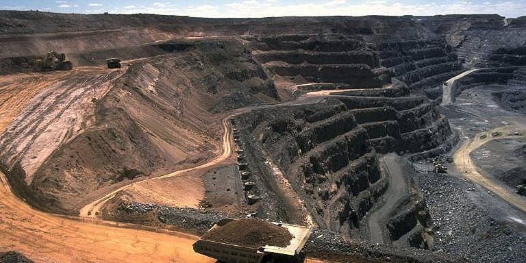 سایه تحریمها بر سر توسعه معدن