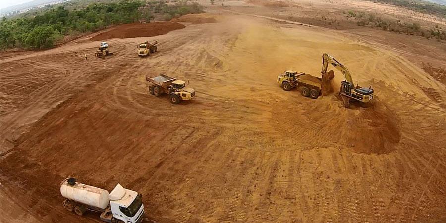 بار سنگین معدنی بر زمین میماند