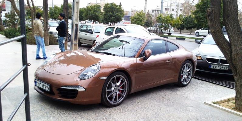 برگزاری مزایده خودروهای لوکس تا آخر مهر/ پورشه و بنز در صدر