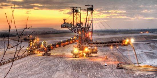 در معدن و صنایع معدنی رتبه نخست منطقه را داریم
