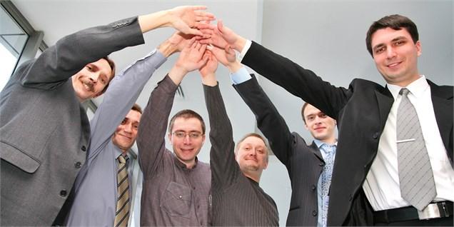 آیا داشتن روابط دوستانه در محیط کار ضروری است؟