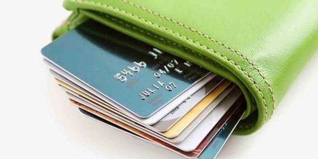 کارت اعتباری؛ مردم بیمیل، بانکها مردد