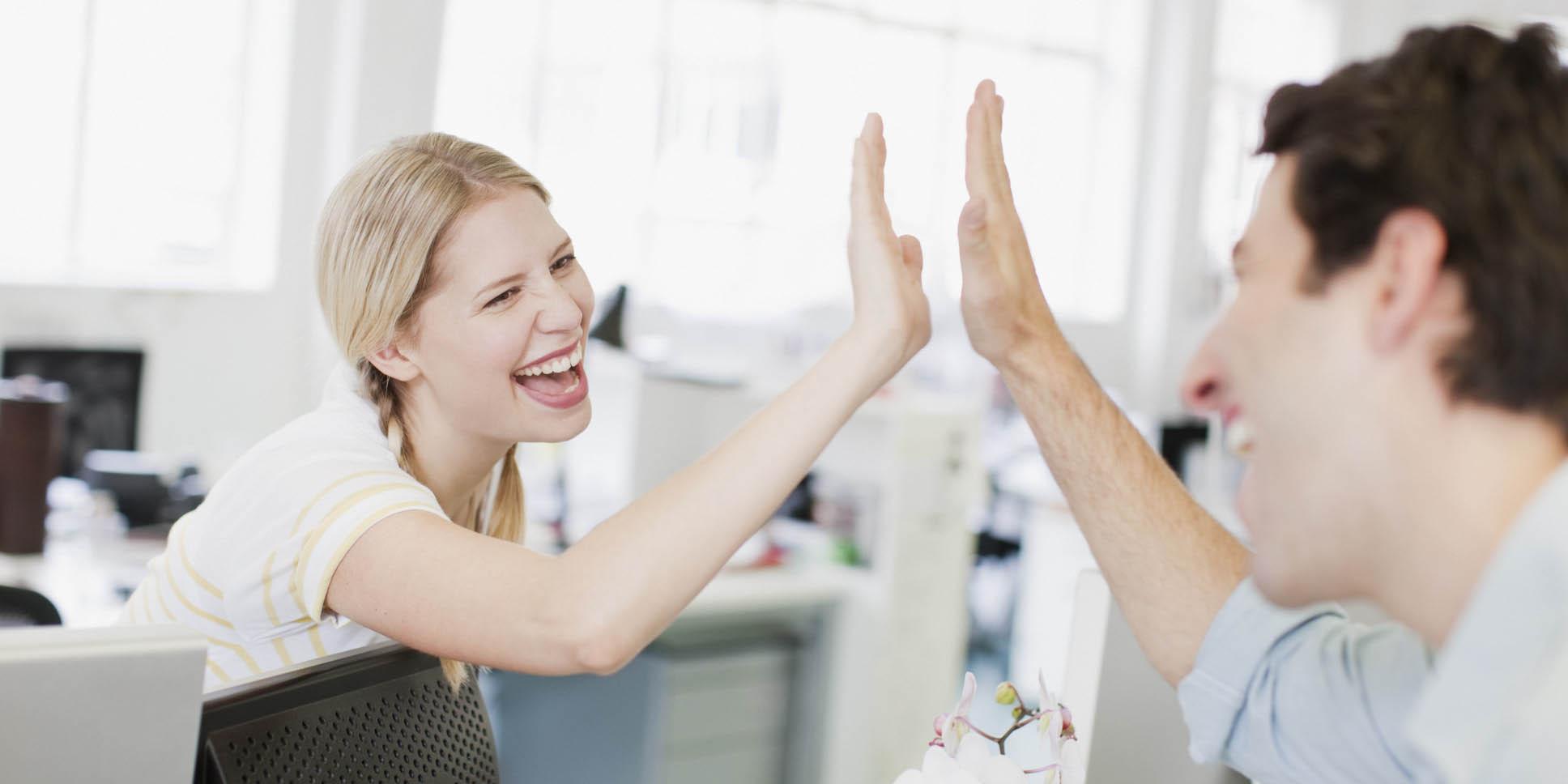 در محل کارتان بخندید