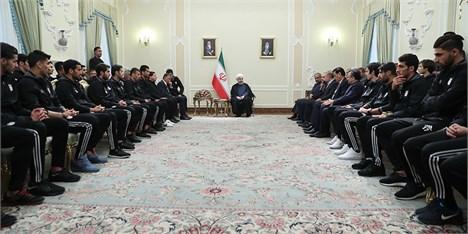 باید تمام تلاش خود را برای شاد کردن ملت ایران بکار بگیریم