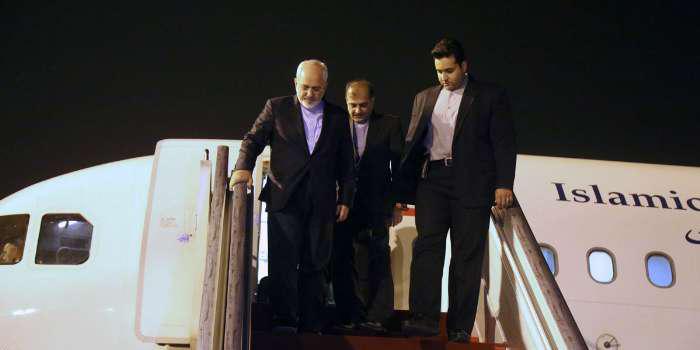 ظریف دقایقی پیش تهران را به مقصد الجزیره ترک کرد