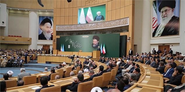 دولت با هدایت رهبری و در کنار سایر قوا تحریمهای هستهای را برداشته است