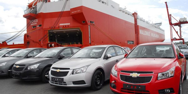 مجوز خروج خودروهای ۲۵۰۰ سیسی از ۳ منطقه آزاد صادر شد