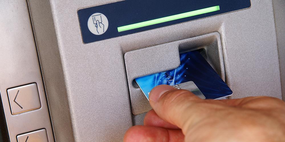 بانکها از پول ته کارتهای مشتریان چقدر پول گیرشان میآید؟
