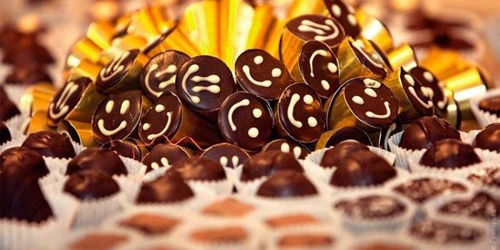 عرضه شیرینی و شکلات بدون درج قیمت از اول مهر/ قیمتها ترمز میبُرد؟