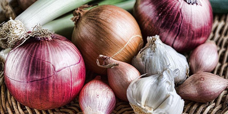 ثبات قیمت پیاز در بازار پس از کاهش پنجاه درصدی/ سیر صعودی قیمت سیبزمینی در بازار