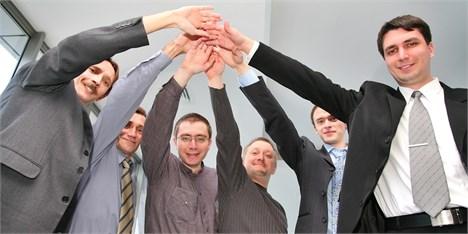 چه رفتارهایی اعتماد و روحیه تیمی را از بین میبرند؟