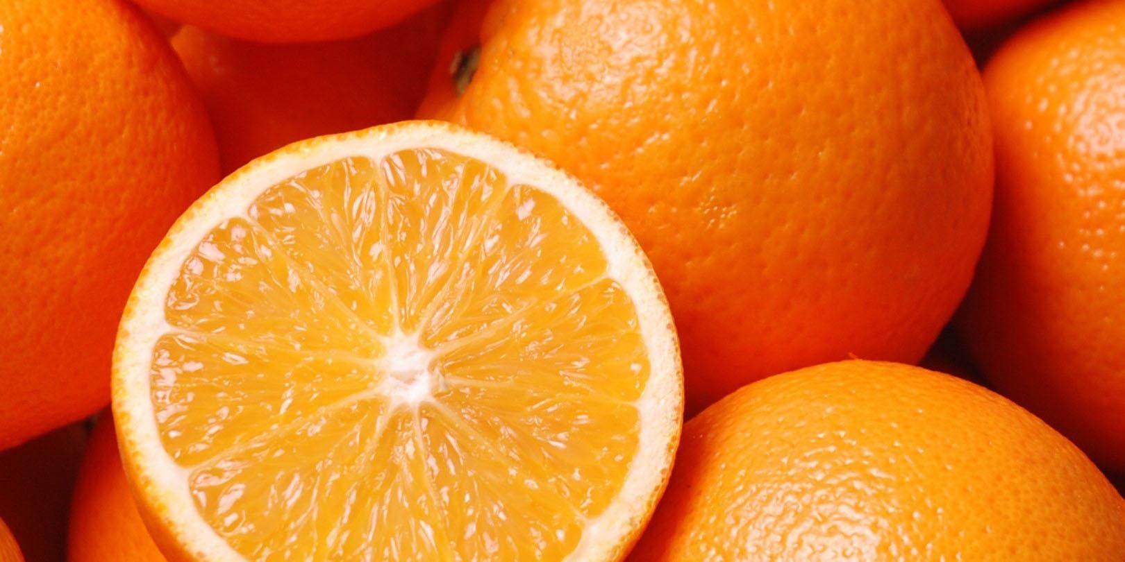 پرتقالها برای جلب توجه مشتری رنگ میشوند