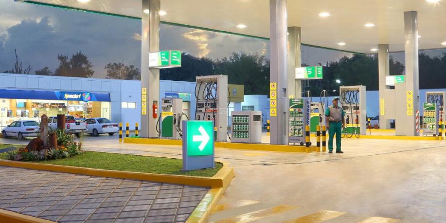 رشد ۵۰ درصدی قیمت بنزین، بالانس اقتصادی مردم را بهم میزند/ پیشنهاد افزایش ۱۰ درصدی