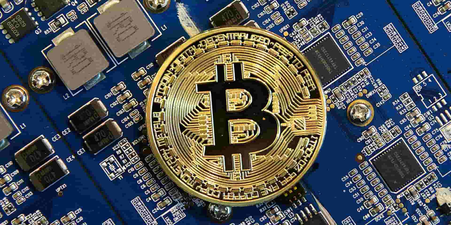 آیا امکان جایگزینی بیتکوین بجای دلار در معاملات روزمره وجود خواهد داشت؟