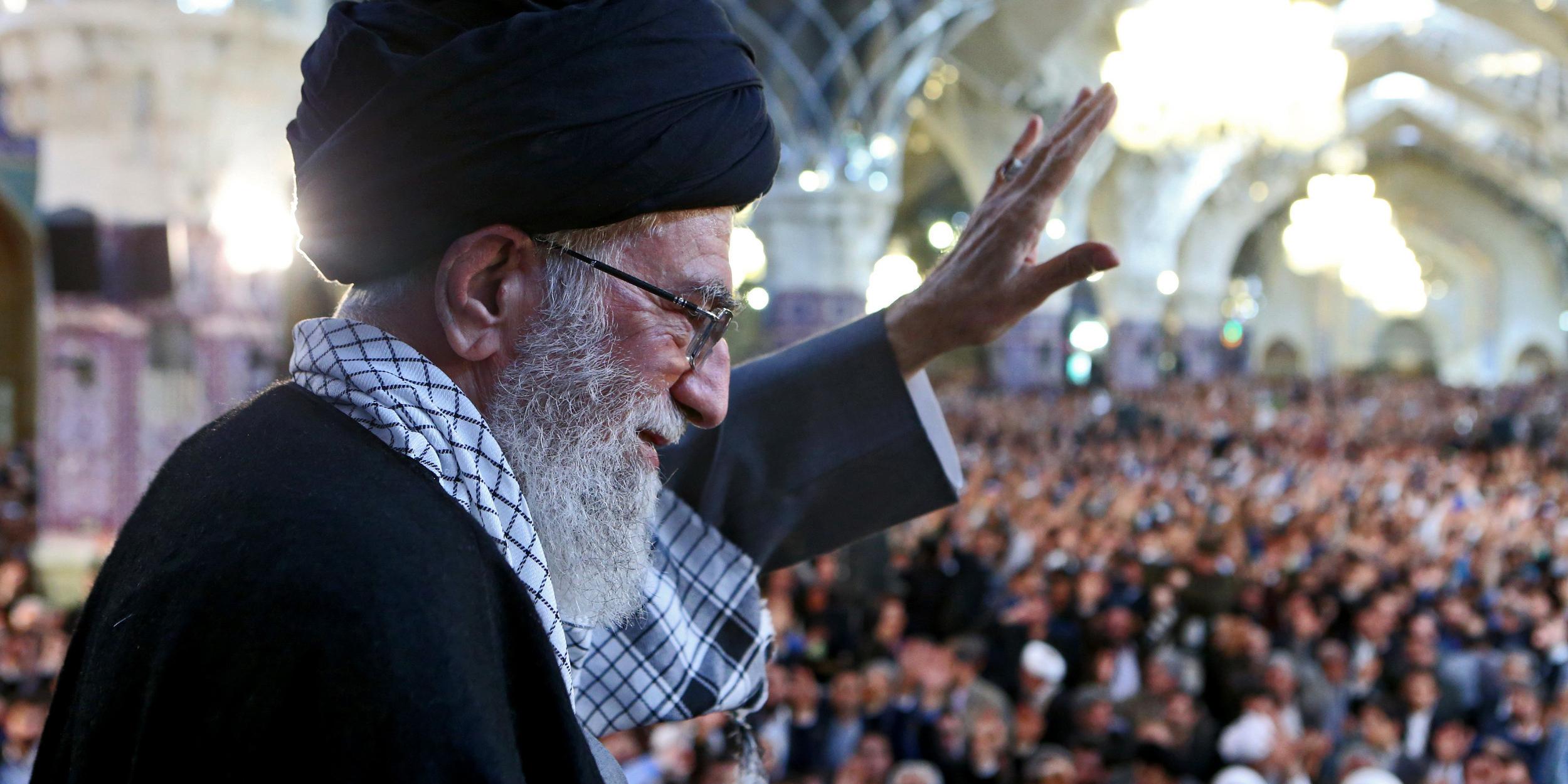 مردم و مسئولان با غیرت و تعصب از کالای ایرانی حمایت کنند