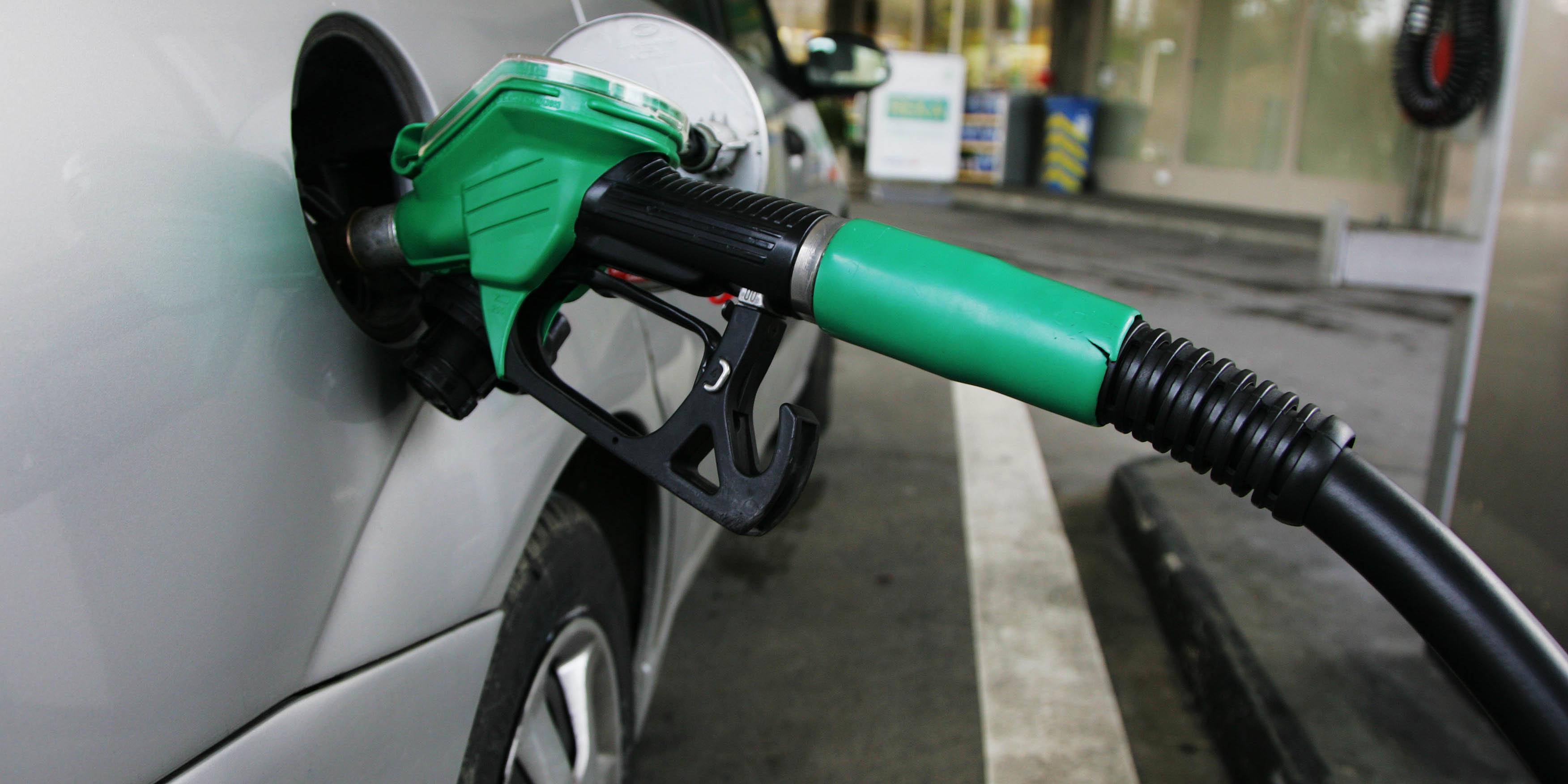 قیمت حاملهای انرژی در سال ۹۷ مشابه ۹۶ است/ افزایش قیمت بنزین مستلزم دونرخی شدن است