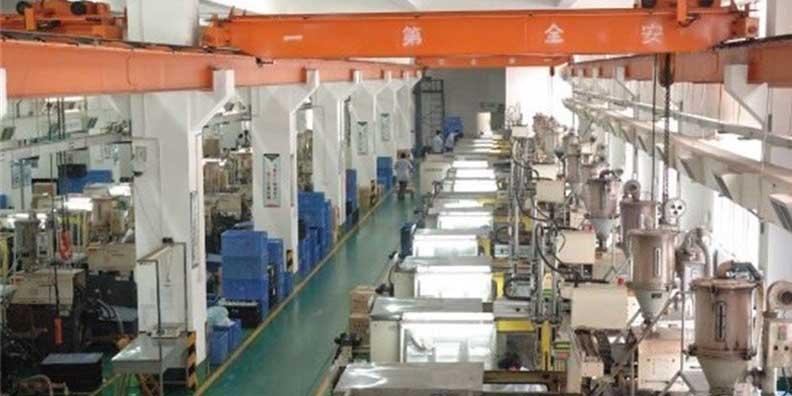 شریعتمداری: سرمایه در گردش، مشکل ۷۰درصد بنگاههای تولیدی