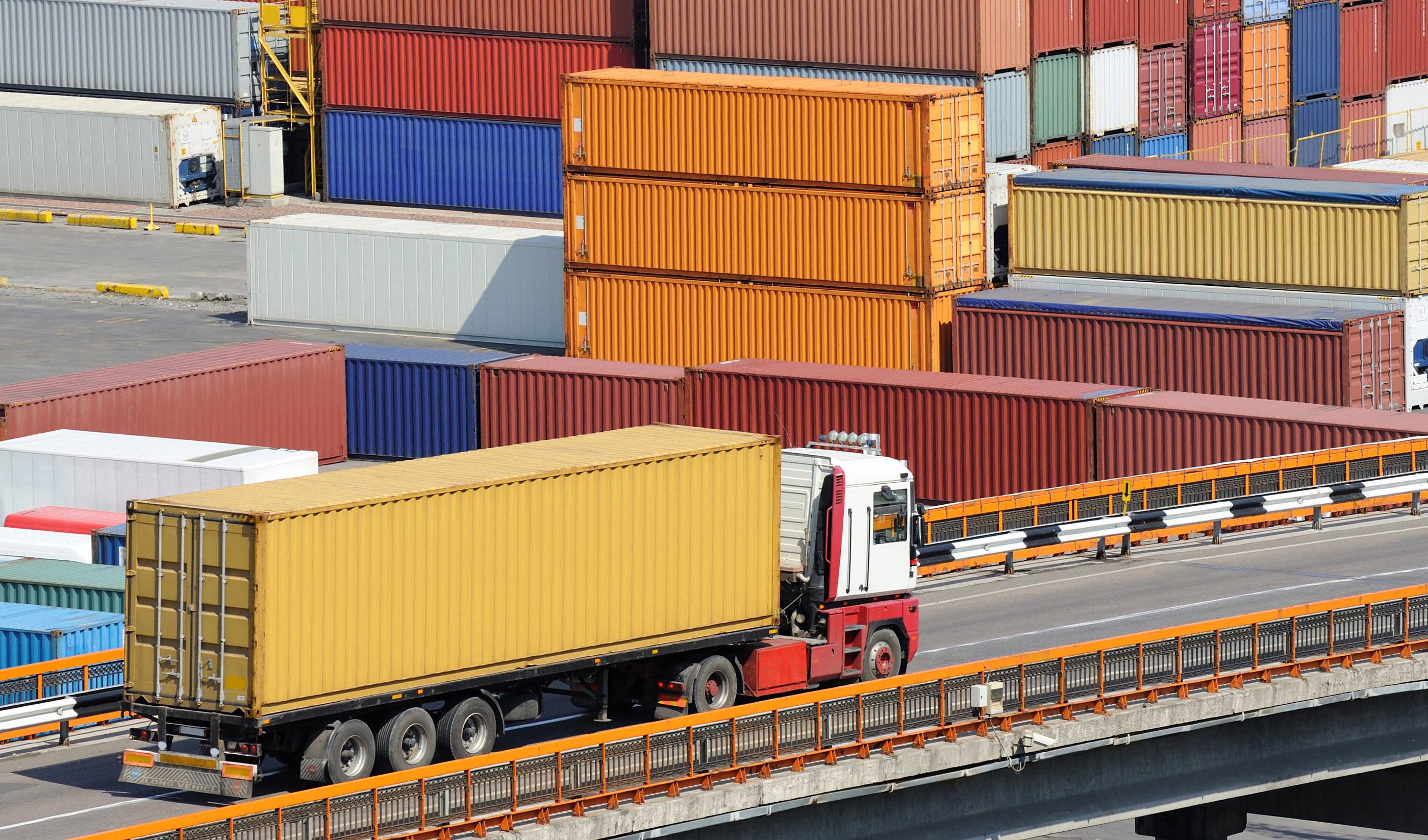 جلوگیری از قاچاق و شفافیت اقتصادی راهکار مقابله با تحریمهاست