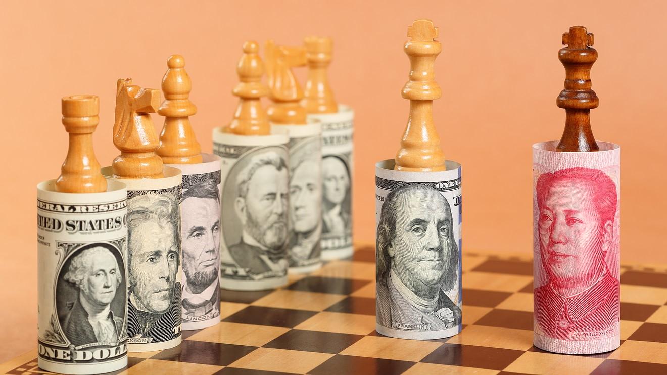 یوآن در حال سبقت از دلار