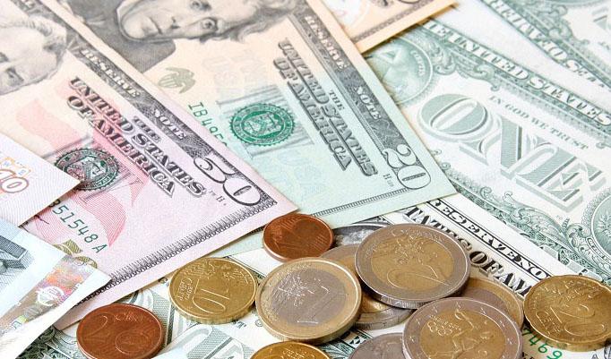 تمرکز کارشناسان برتضعیف یوآن در برابر دلار