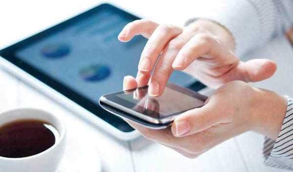 وزارت صنعت: ثبت سفارش تلفن همراه متوقف نشده است