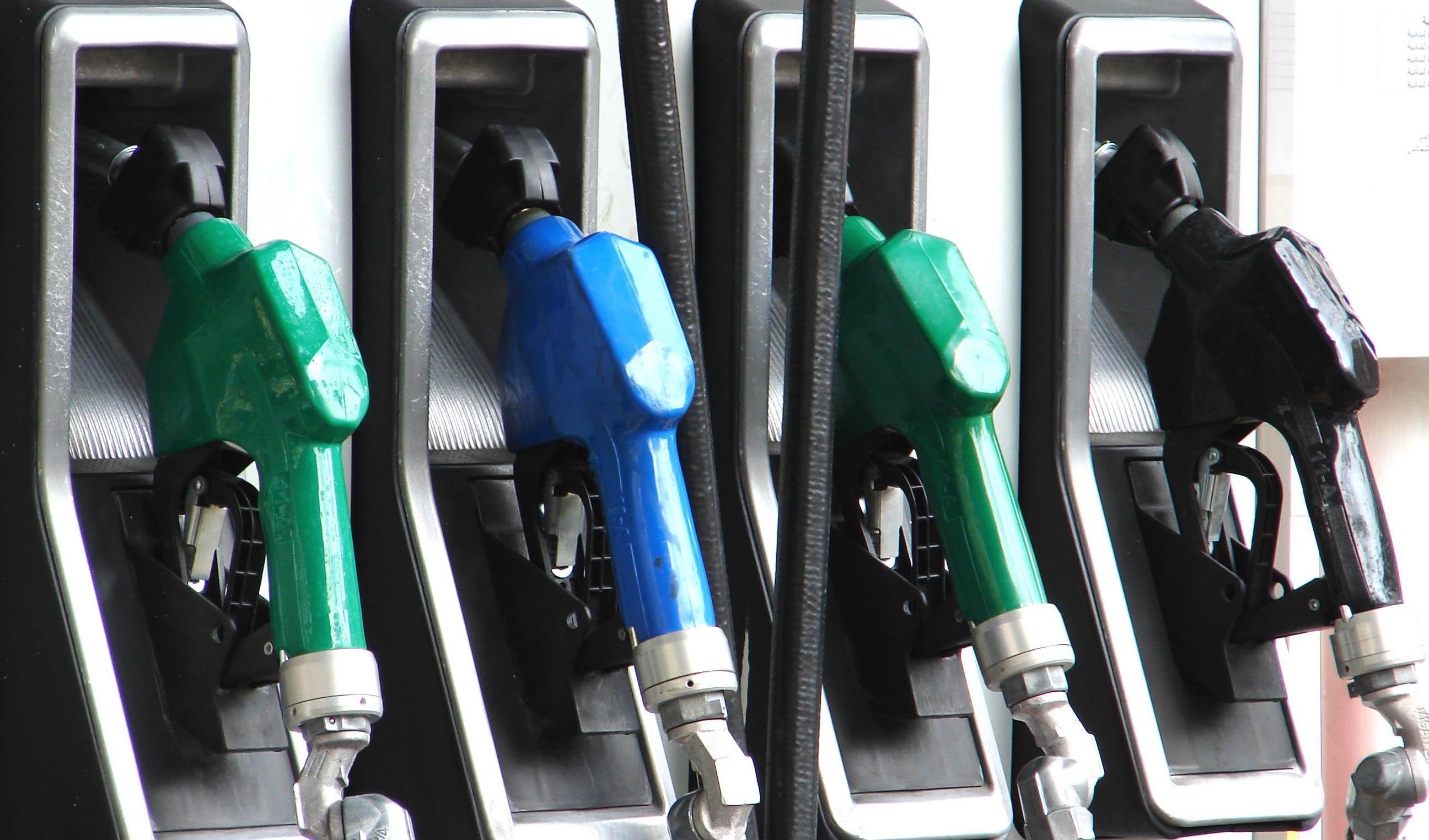 محدودیت عرضه بنزین سوپر تا پایان مرداد رفع میشود